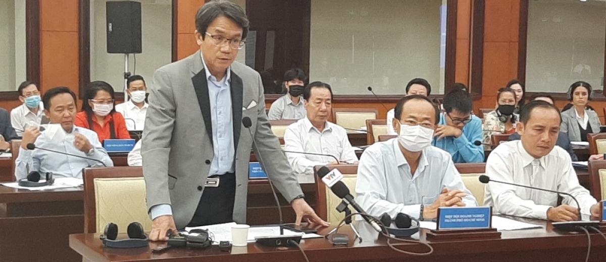 Ông Trần Việt Anh, Phó Chủ tịch Hiệp hội Doanh nghiệp TP HCM phát biểu tại hội nghị.
