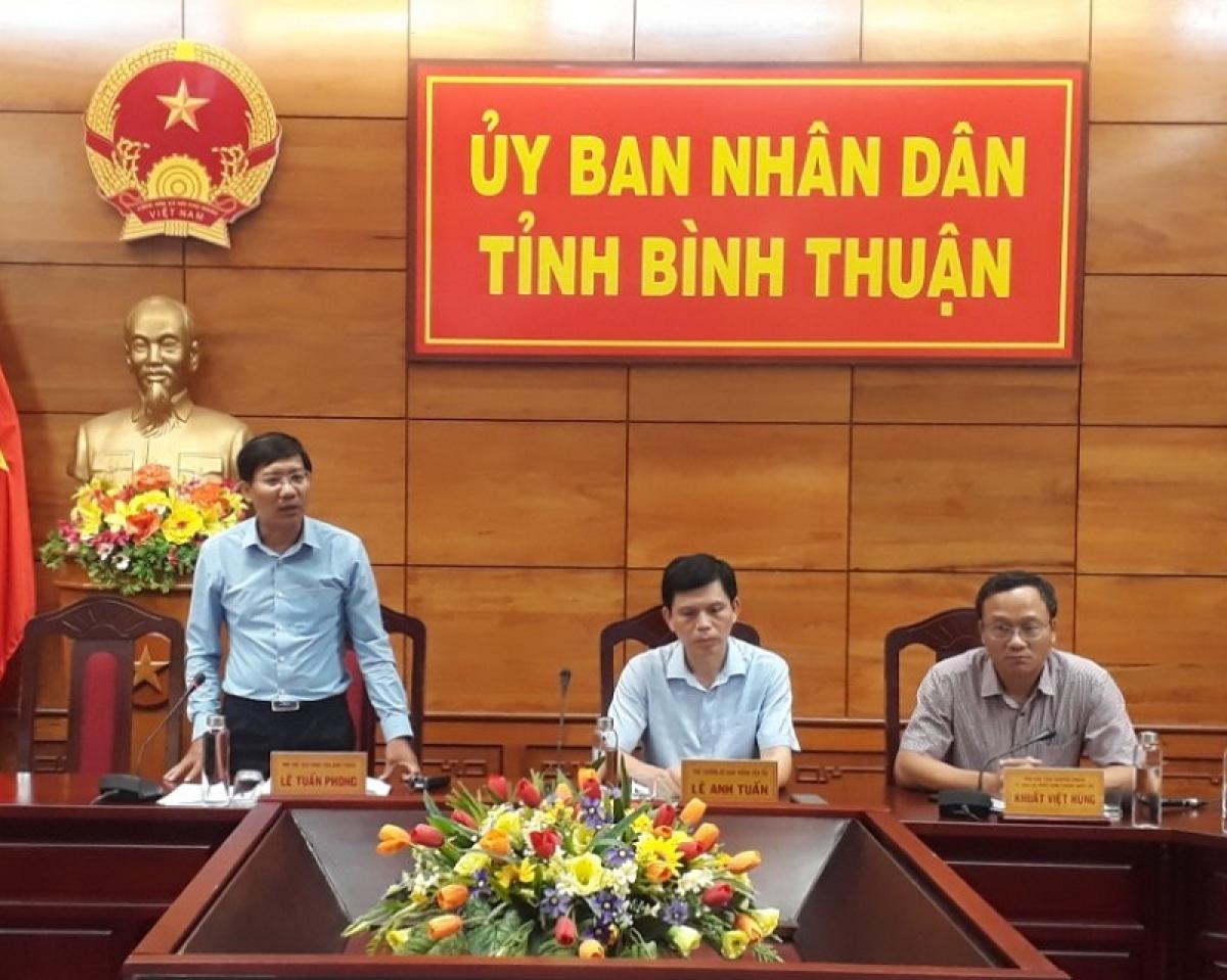 Ông Lê Tuấn Phong - Chủ tịch UBND tỉnh Bình Thuận đang điều hành một cuộc họp.