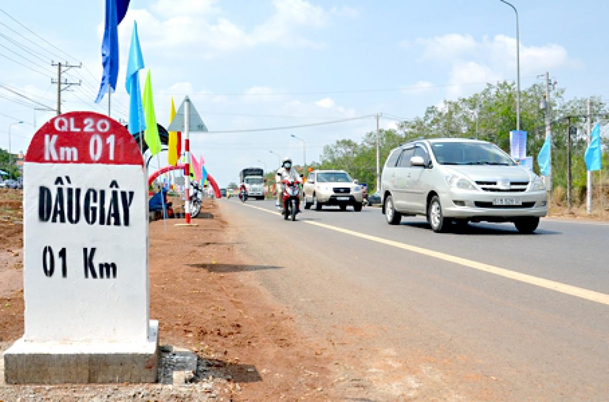 Điểm đầu của dự án giao với Quốc lộ 20, trên địa phận xã Phú Trung, huyện Tân Phú, tỉnh Đồng Nai; điểm cuối giao với đường Nguyễn Văn Cừ, TP.Bảo Lộc, tỉnh Lâm Đồng.