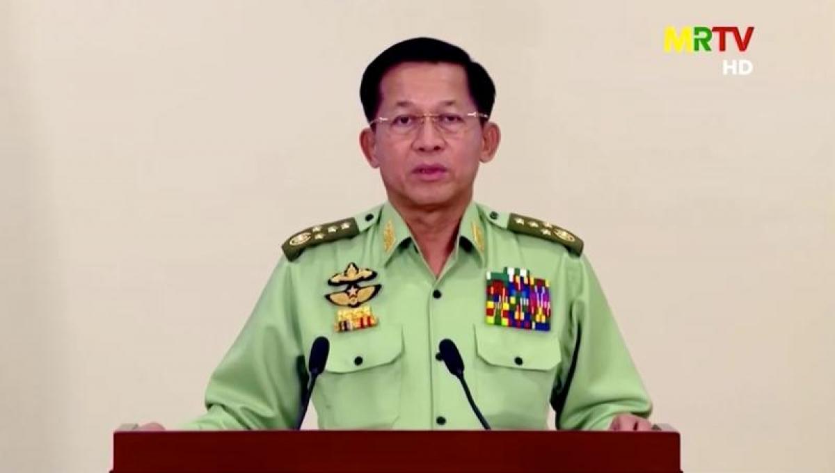 Lãnh đạo quân đội Myanmar, Tướng Min Aung Hlaing phát biểu trên truyền hình ở Naypyitaw ngày 8/2/2021. Ảnh: MRTV/Reuters