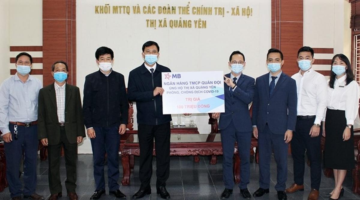 Thị xã Quảng Yên tổ chức tiếp nhận 100 triệu đồng tiền ủng hộ địa phương phòng, chống dịch Covid-19
