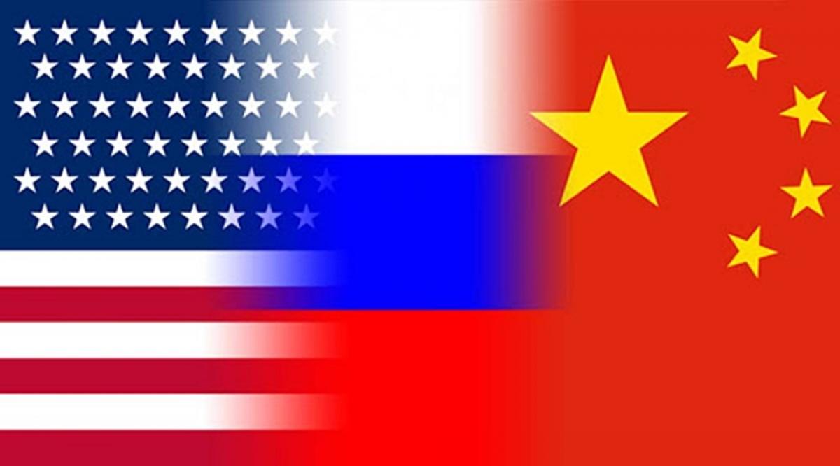 Ảnh ghép quốc kỳ Mỹ, Nga, và Trung Quốc. Nguồn: Khilifah.