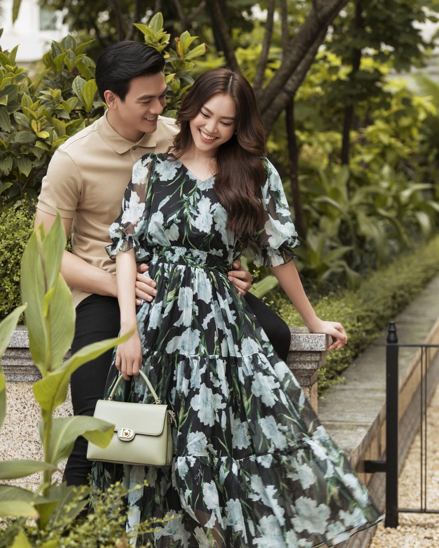 Trong khi đó, Lê Xuân Tiền diện áo polo ăn ý với sắc trắng trung tính.