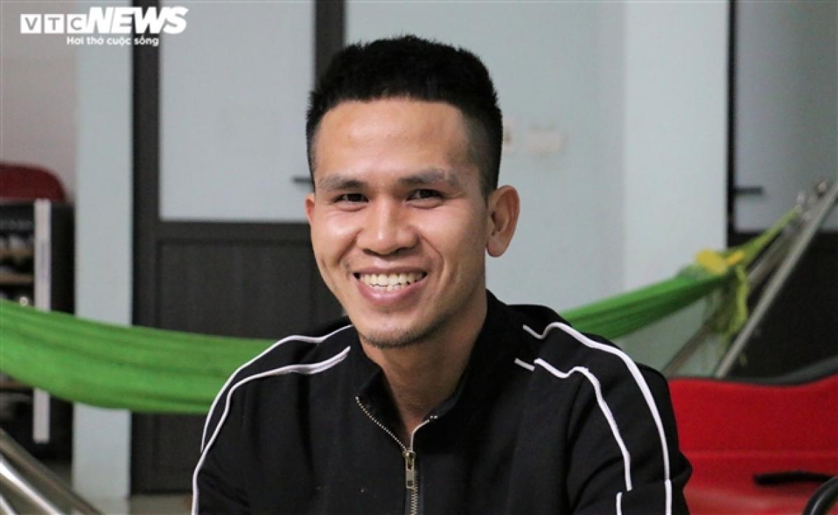 Anh Nguyễn Ngọc Mạnh là người cứu giúp bé gái thoát nạn. Anhr VTC News.