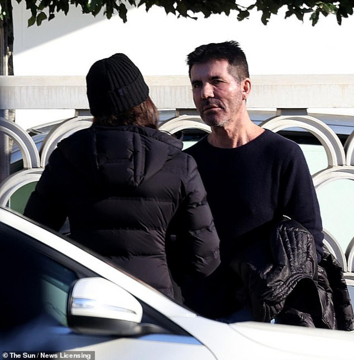 Simon Cowell và Lauren Silverman bị cánh săn ảnh bắt gặp khi đang cãi vã trên phố ở London hôm 2/3 vừa qua, theo giờ địa phương.
