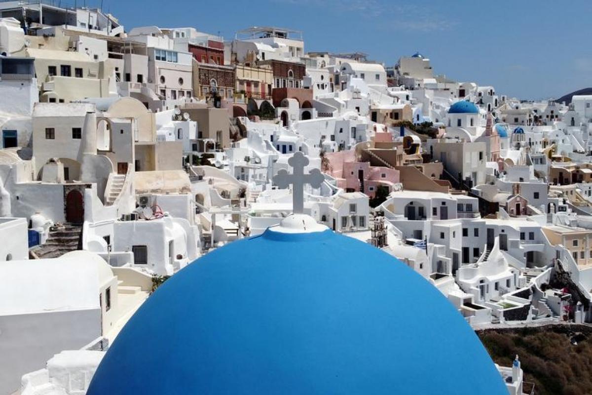 Santorini, điểm du lịch nổi tiếng ở Hy Lạp. Nguồn: Reuters