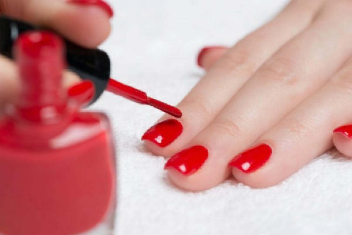 Sơn móng tay dạng gel tiềm ẩn nhiều nguy cơ đối với sức khỏe.