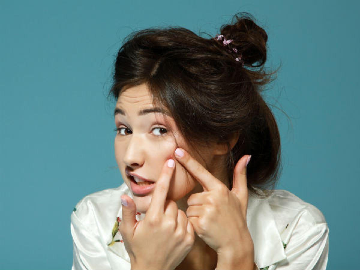 Giúp làm mờ sẹo: Ngoài việc ngừa mụn, xông mặt mỗi tuần một lần còn có tác dụng làm mờ thâm sẹo. Phương pháp này còn có thể điều trị cháy nắng nếu áp dụng liên tục trong vòng 1 tuần.