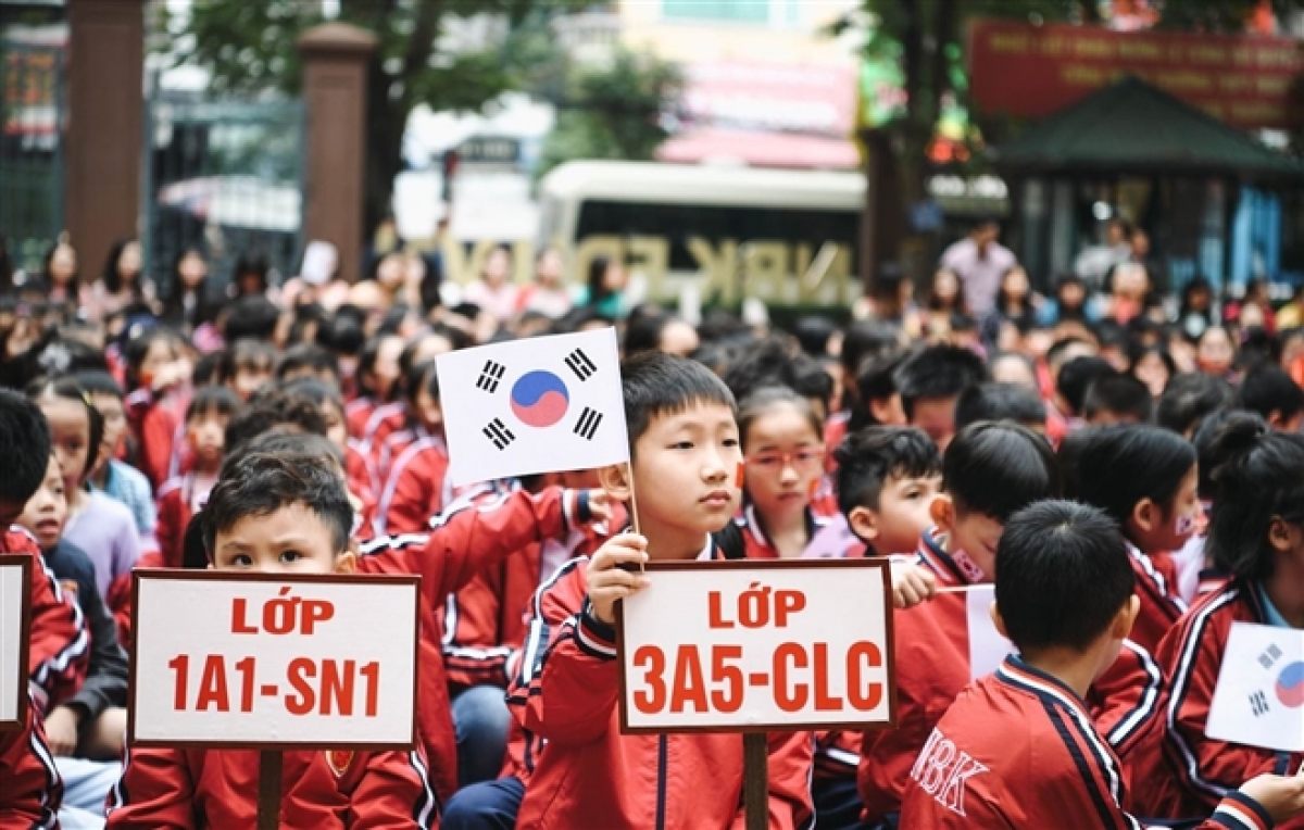 Korean and German will be taught to students of grades 3 to 12 under a pilot programme by the Ministry of Education and Training. (Photo: H.C)