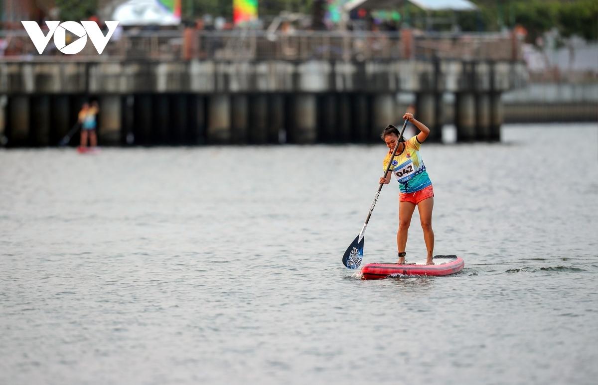 Participants race across famous bridges situated on the Han River.