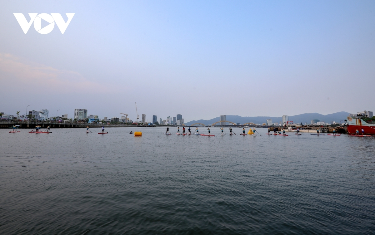 Recent years has seen several beaches, rivers, and lakes in the central city, including the Man Thai, Nam Son Tra, and Tien Sa beaches, Han and Cu De rivers, along with Hoa Trung lake, emerge as leading summertime destinations for SUP.