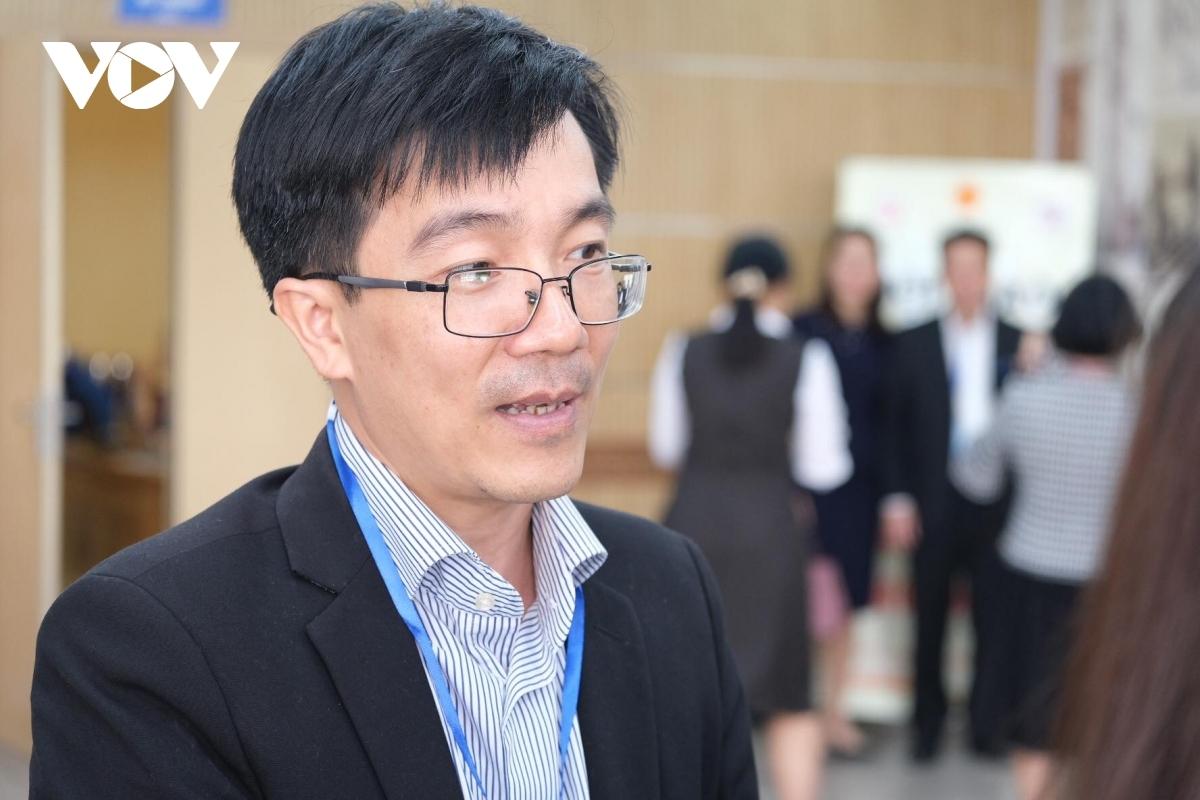 Thầy Nguyễn Phú Chiến, Hiệu trưởng trường THCS Ngoại ngữ (ĐH Ngoại ngữ - ĐH Quốc gia Hà Nội)