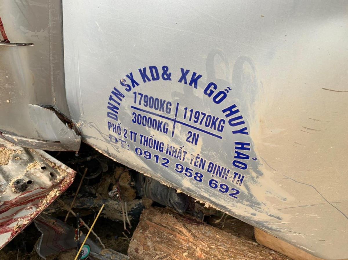 Chiếc xe tải chỉ được chở tối đa 2 người nhưng thời điểm tai nạn xảy ra, trên xe có 7 người.