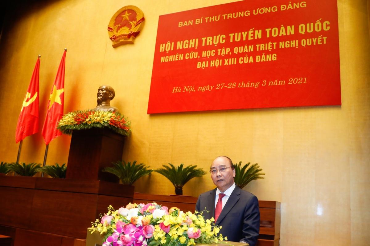 Thủ tướng Nguyễn Xuân Phúc trình bày chuyên đề tại Hội nghịtrực tuyến toàn quốc quán triệt Nghị quyết Đại hội Đảng lần thứ XIII.