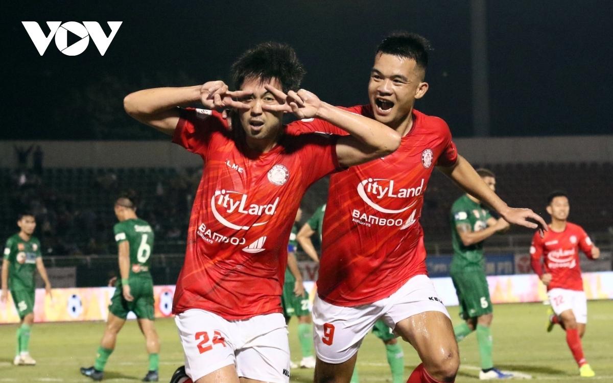 """Lee Nguyễn """"ghi điểm"""" nhiều hơn khi trở lại Việt Nam chơi bóng lần này"""