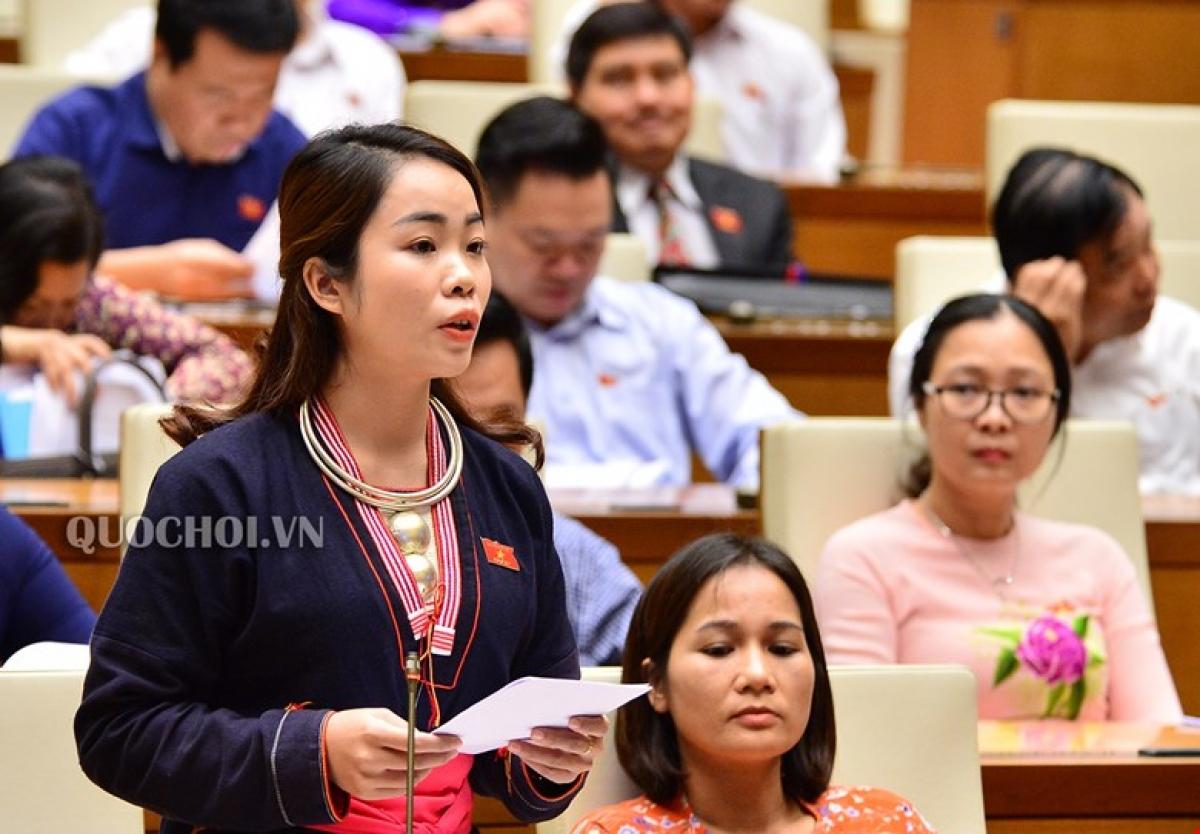 Đại biểu Quốc hội Triệu Thị huyền, Đoàn Đại biểu Quốc hội tỉnh Yên Bái tại Kỳ họp thứ 6 Quốc hội khóa XIV. Ảnh: Quochoi.vn