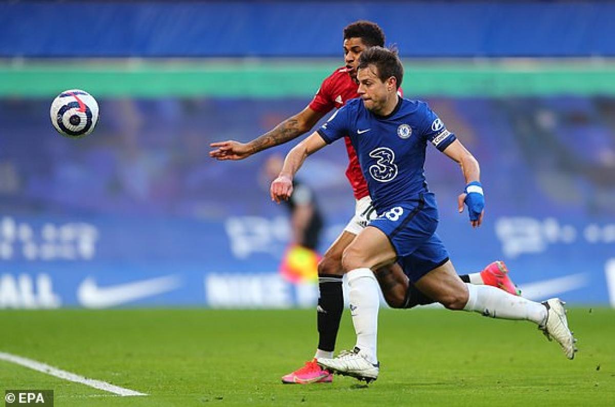 Chelsea đang đẩy cao đội hình nhằm tìm kiếm 3 điểm. (Ảnh: EPA).