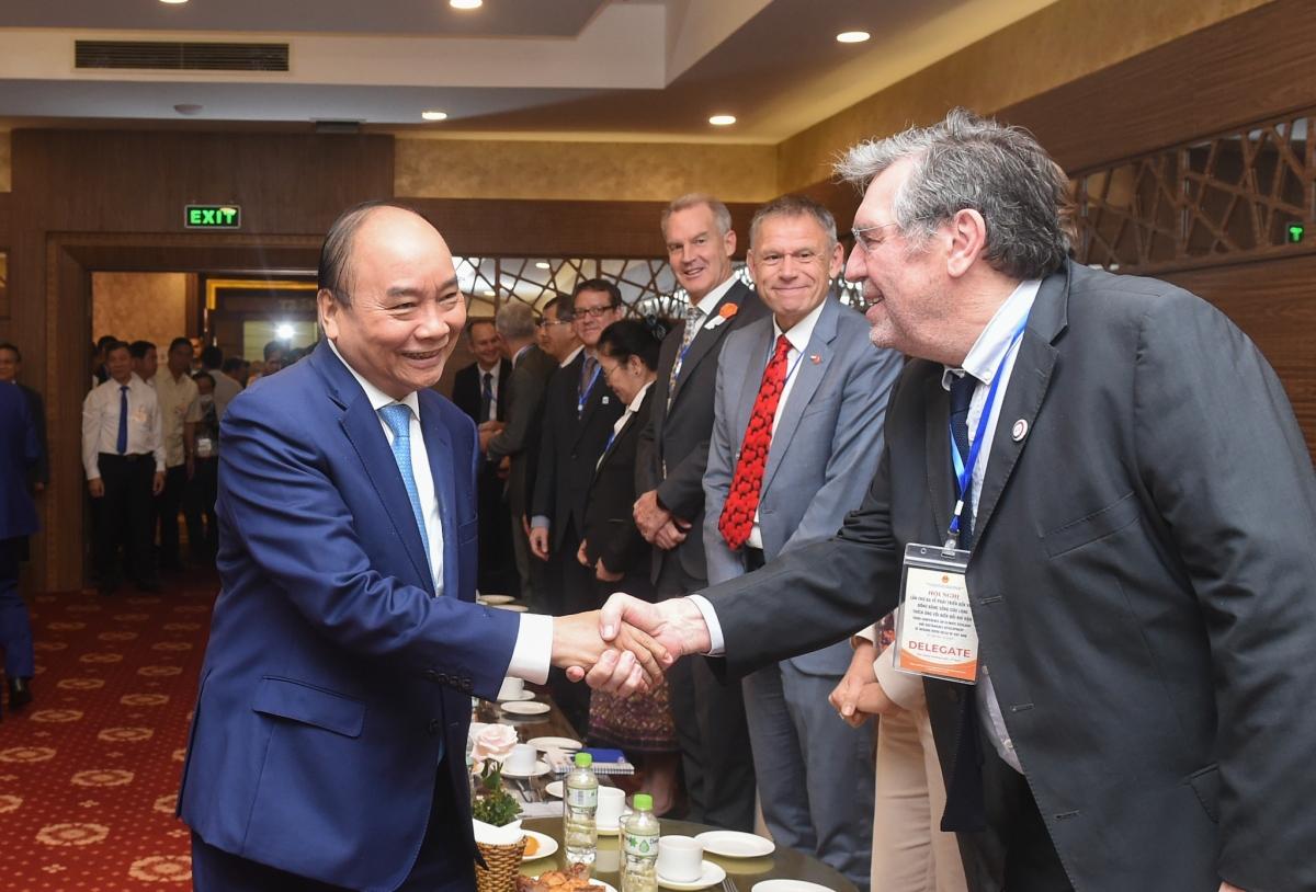 Thủ tướng bày tỏ mong muốn được lắng nghe ý kiến, đẩy mạnh hợp tác trong quá trình phát triển, đặc biệt là kinh nghiệm, bài học quý từ các nước. Ảnh: VGP.