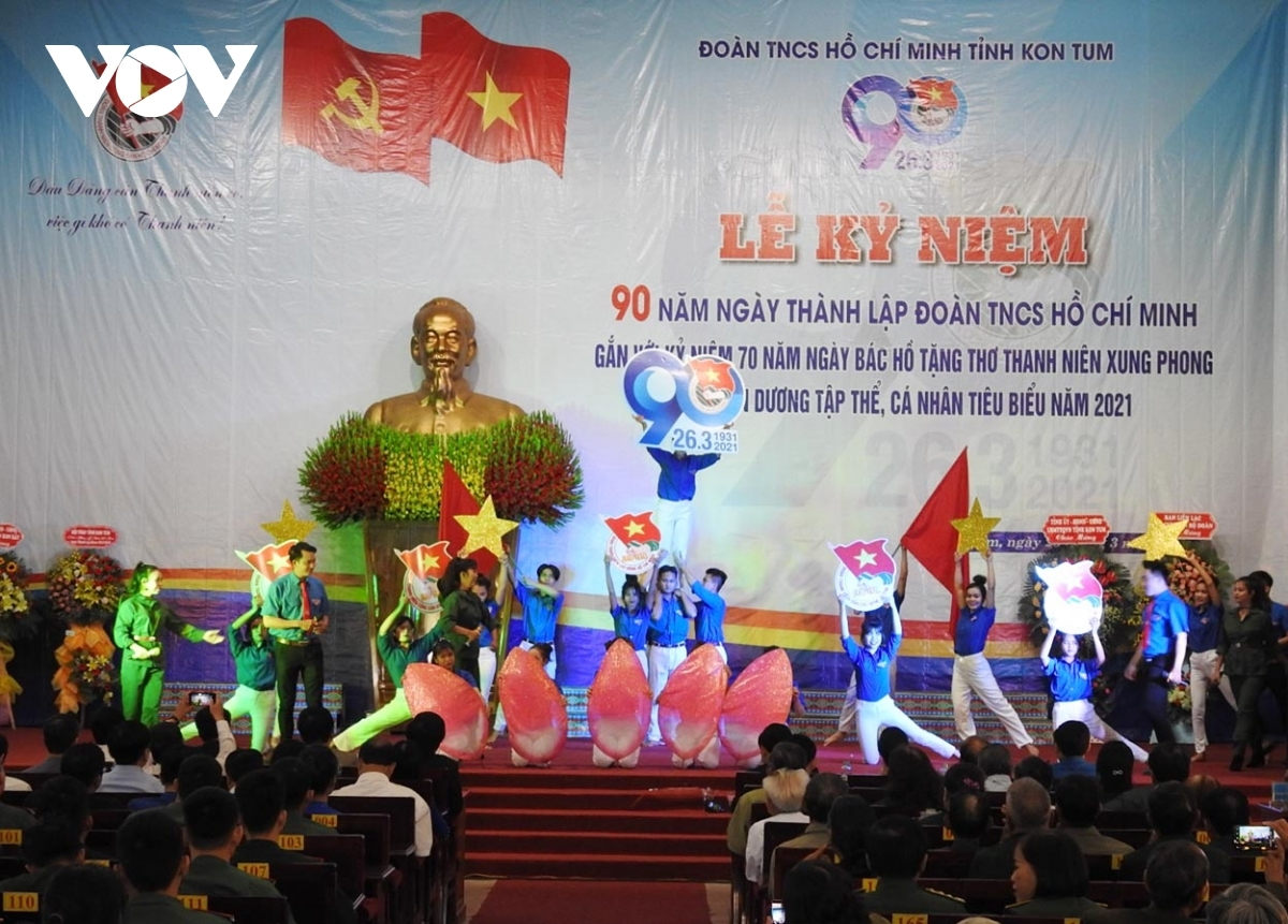 Hosting a music gala, Kon Tum province's Youth Union honours various individuals and organisations for their contributions to local socio-economic development.