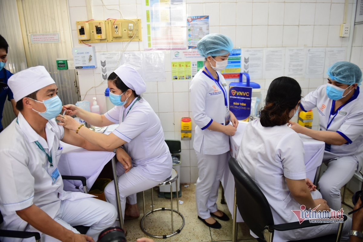 The first Vietnamese received the AstraZeneca vaccine on March 8.