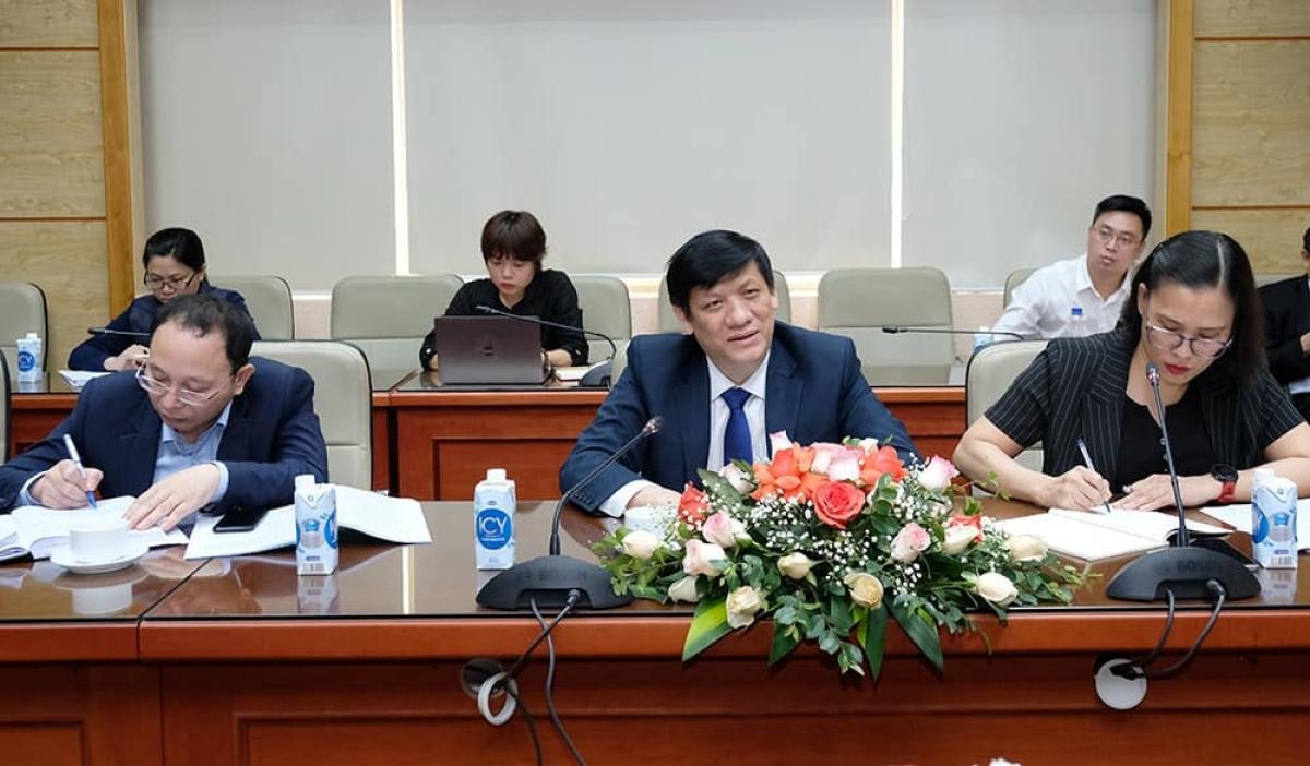 GS.Nguyễn Thanh Long trao đổi cùng các vị Đại sứ Trung Quốc, Ấn Độ và Tham tán công sứ Liên bang Nga tại Việt Nam về phòng chống dịch và những vấn đề liên quan đến vaccine COVID-19.