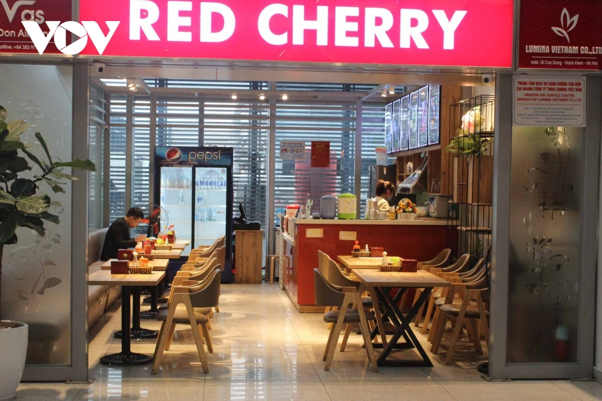 Along with welcoming the return of passengers, all restaurants at the airport also reopen in order to serve travelers.