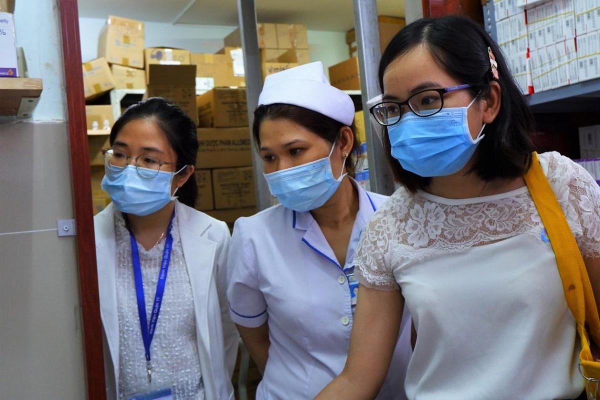 HCDC kiểm tra công tác chuẩn bị tiêm chủng an toàn ở BV Quận 11. Ảnh: HCDC
