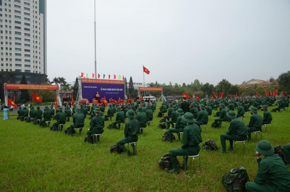 Lễ giao nhận quân năm 2021 của tỉnh Hải Dương được thực hiện đảm bảo công tác phòng, chống dịch COVID-19.