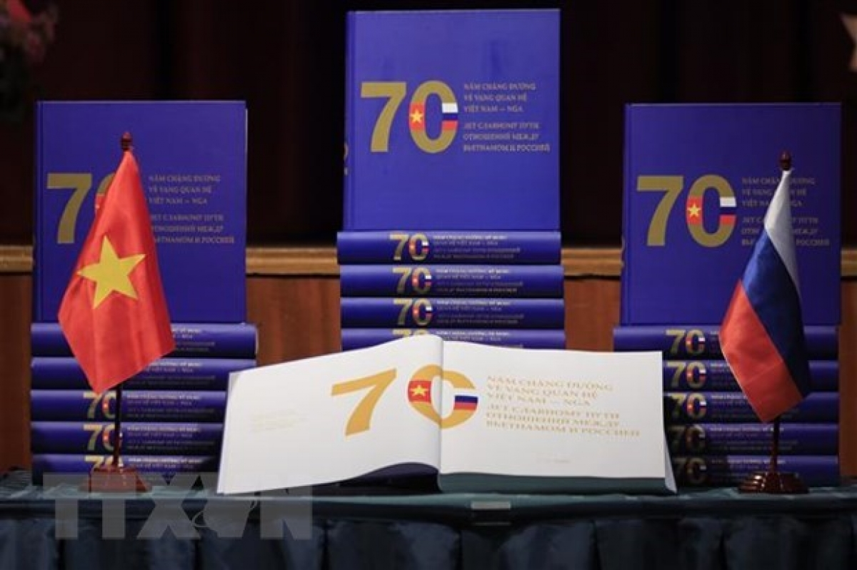 The book on 70 years of Vietnam-Russia relations on display (Photo: VNA)