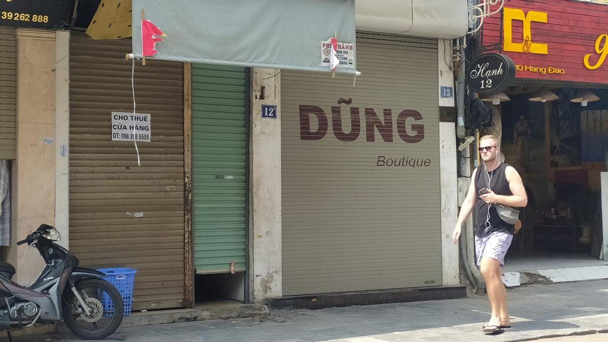 Hàng loạt cửa hàng phải đóng cửa vì dịch bệnh