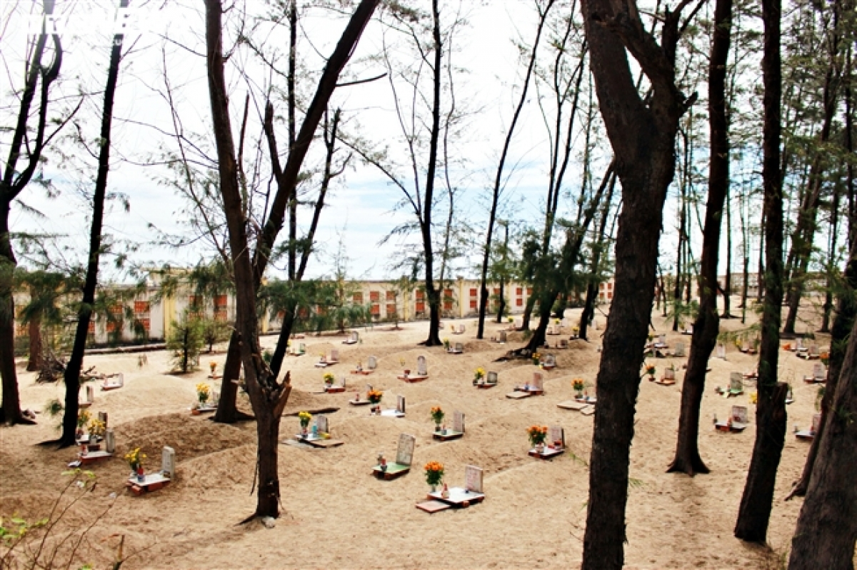 """The unique cemetery, known as """"Ngọc lăng Nam Hải"""" in Vietnamese, spans a total area of 2,000 square metres."""