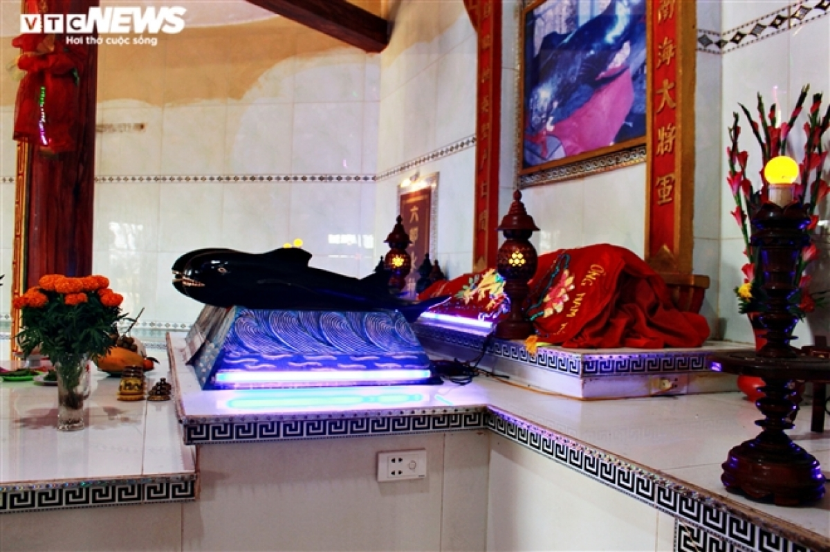 Located on the main altar within the temple are numerous votive tablets of whales. Fishermen often visit this place to pray for luck and good fortune when going fishing offshore.