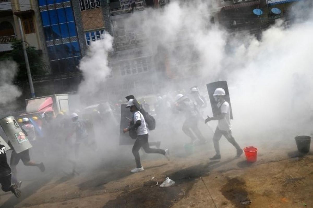 Người biểu tình ở Yagon ngày 3/3/2021 (Nguồn : AFP)