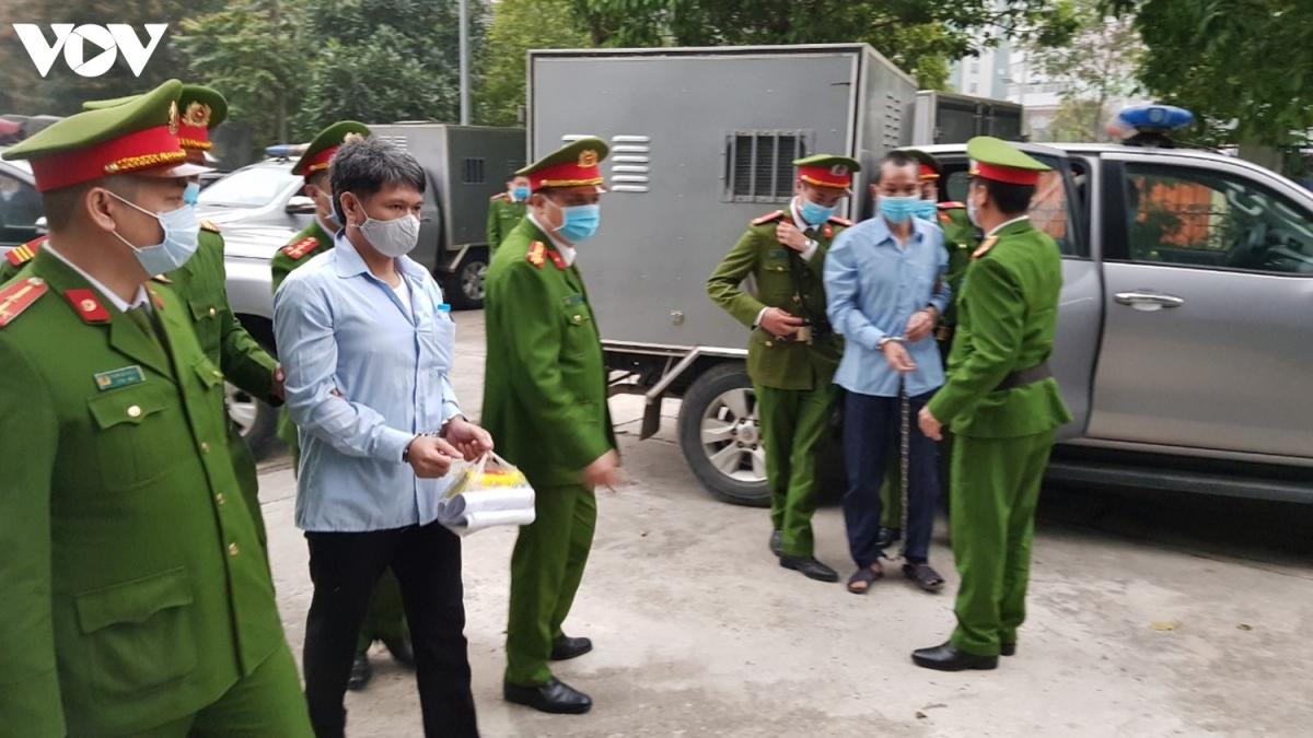Sáng 8/3, lực lượng chức năng đã tiến hành dẫn giải 6 bị cáo có kháng cáo phiên sơ thẩm vụ án xảy ra ở Đồng Tâm (Mỹ Đức, Hà Nội) đến TAND Cấp cao tại Hà Nội để tham dự phiên xử phúc thẩm. Vụ án xảy ra vào tháng 1/2020, khiến 3 chiến sĩ công an hy sinh khi đang làm nhiệm vụ.