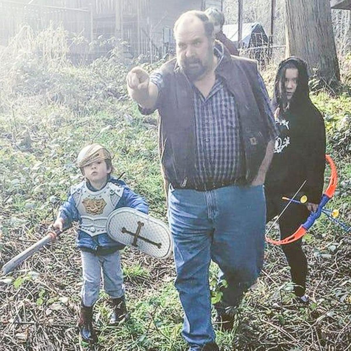 Ba kiên nhẫn theo tôi đi vào rừng tìm kho báu.