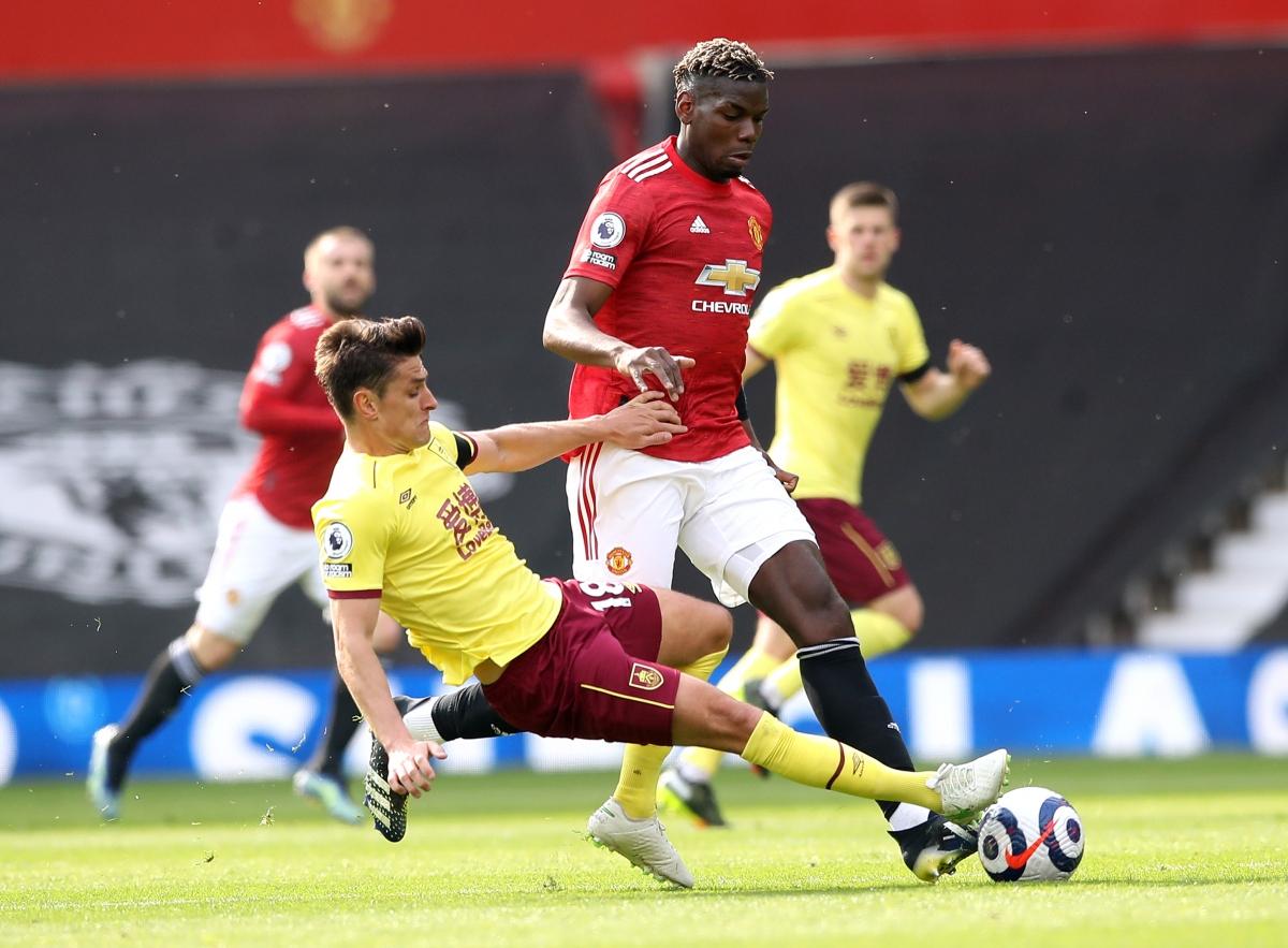 Burnley chơi khó chịu và gây không ít khó khăn cho MU. (Ảnh: Getty)