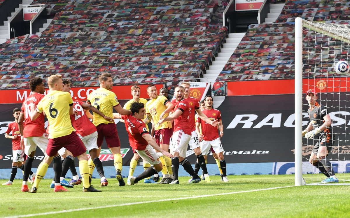 Burnley gỡ hòa 1-1 chỉ 1 phút sau khi để thủng lưới với pha không chiến dũng mãnh của James Tarkowski. (Ảnh: Getty)