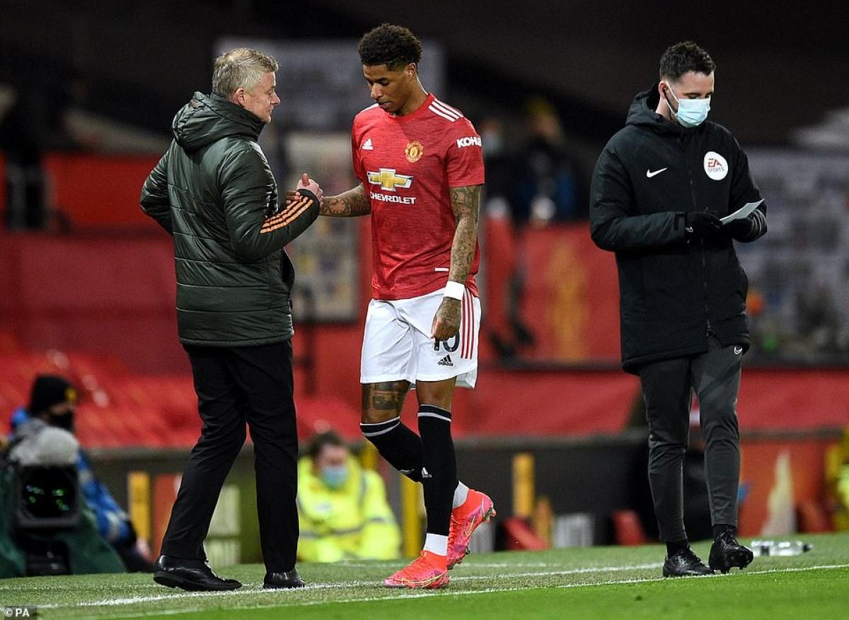 Tiếc rằng Marcus Rashford lại bị đau và phải rời sân nhường chỗ cho Daniel James chỉ vài phút sau khi ghi bàn.