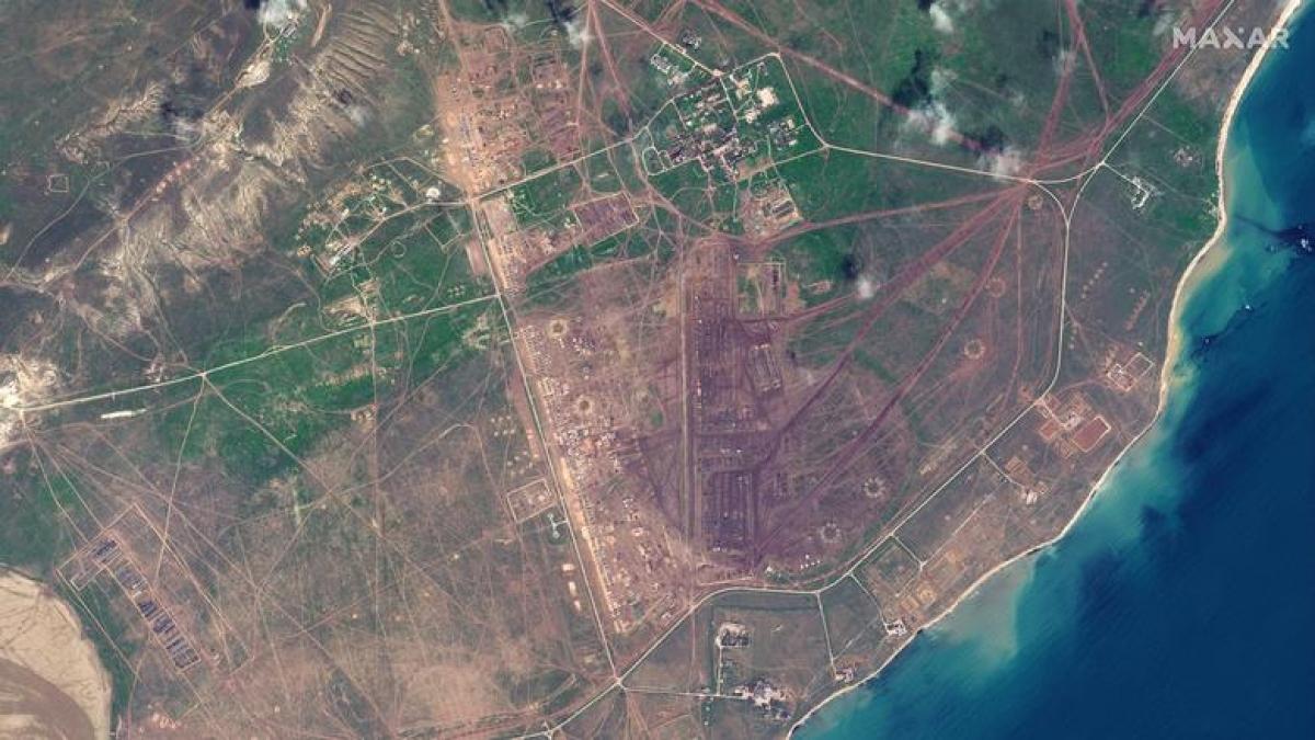 Ảnh tổng quan lực lượng Nga triển khai tại thao trường Opuk, gần bờ Biển Đen tại Crimea ngày 15/4./.