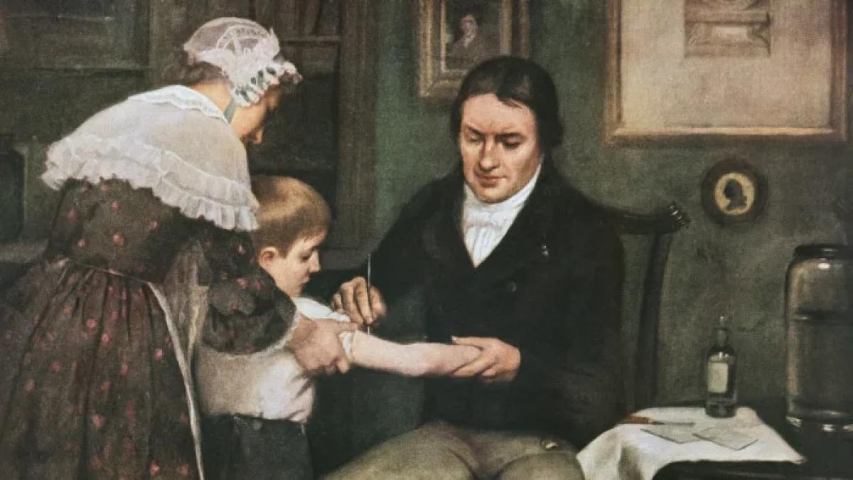 Bác sĩ Edward Jenner thực hiện lần đầu tiên tiêm phòng bệnh đậu mùa cho James Phipps, một cậu bé 8 tuổi vào ngày 14/5/1796. Ảnh: Getty Images