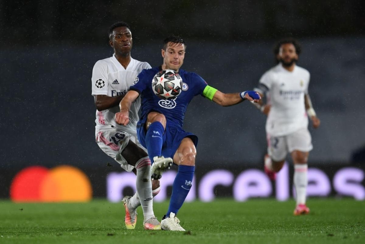 Sau bàn thua, Real Madrid dường như bừng tỉnh, họ triển khai tấn công mạch lạc và sáng nước hơn.