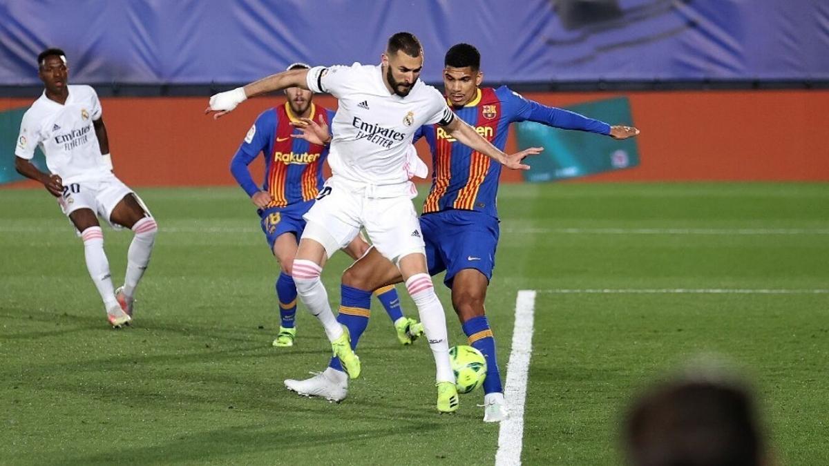 Khoảnh khắc đánh gót ghi bàn của Benzema. (Ảnh: La Liga).