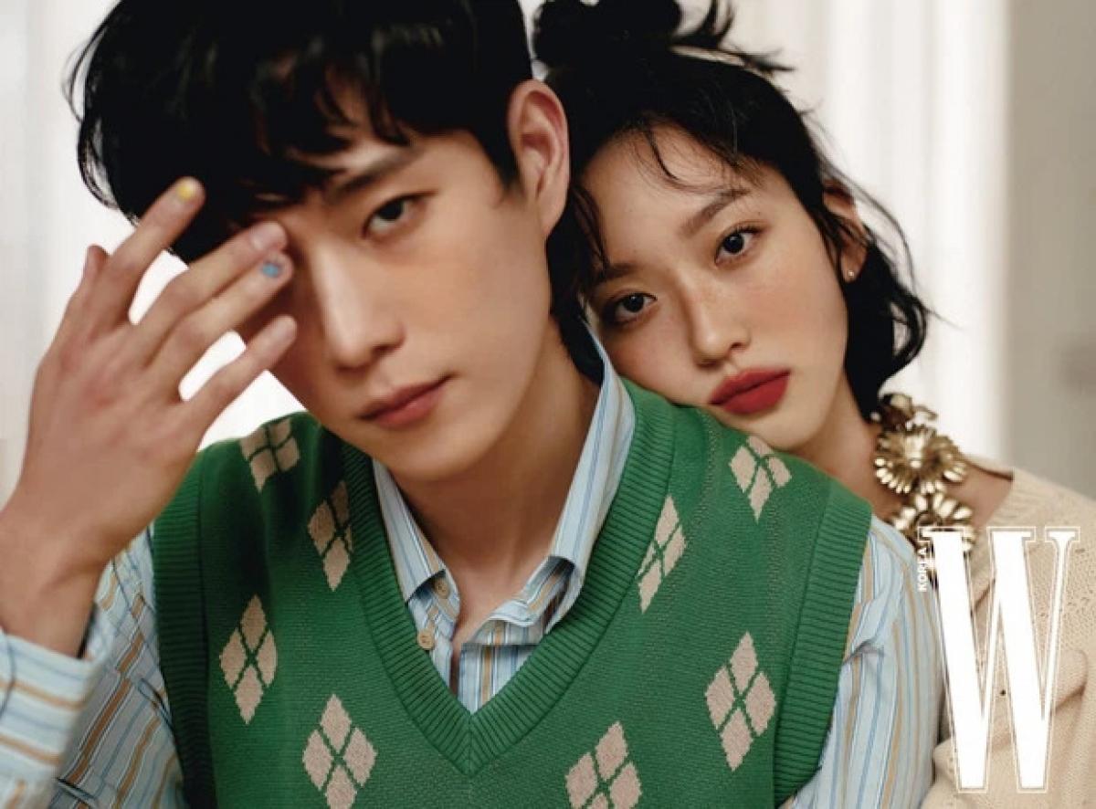 Mới đây, nam diễn viên Kim Young Dae và nữ diễn viên Han Ji Hyun khiến người hâm mộ thích thú với bộ ảnh thời trang trên tạp chí W Korea.