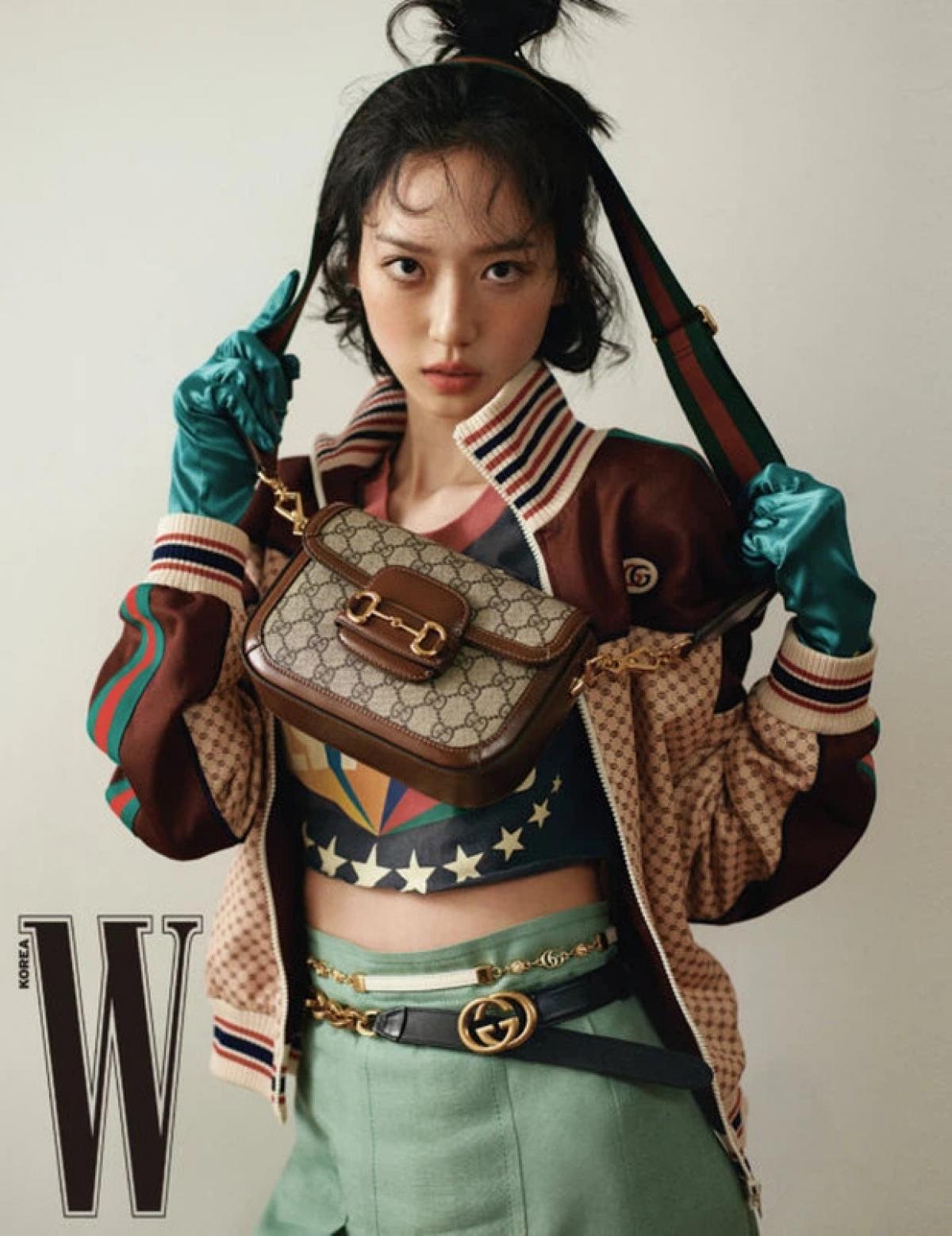 Gương mặt đẹp, sống mũi cao, đôi mắt to tròn của Ji Hyun khiến người xem mê mẩn.