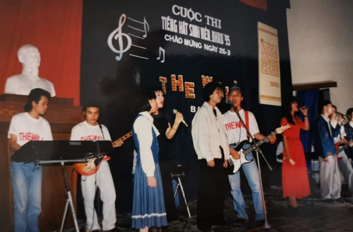 Bức ảnh ghi lại những ngày đầu hoạt động của ban nhạc. Ảnh: FB Trần Tuấn Hùng.
