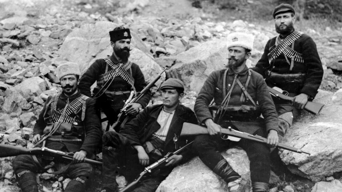 Binh lính trên chiến trường trong Chiến tranh Balkan. Ảnh: Getty Images