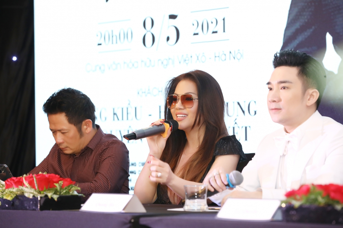 Mặc dù là bạn bè thân thiết ngoài đời nhưng đây là lần đầu tiên ca sĩ Minh Tuyết kết hợp với Quang Hà trên sân khấu.
