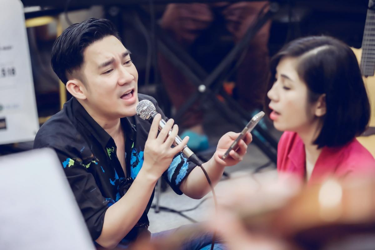 Ca sĩ Thu Ba tập luyện cùng Quang Hà.