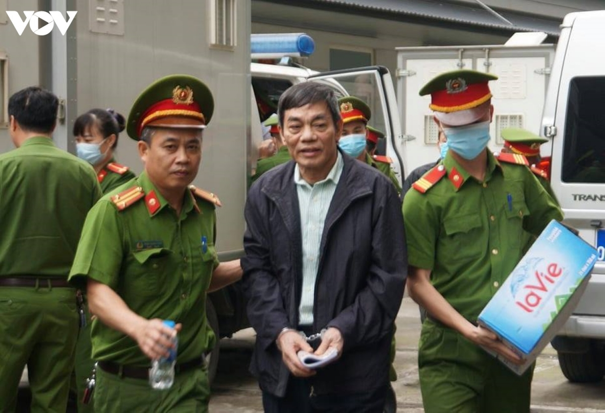 Dẫn giải bị cáo Mai Văn Tinh - Cựu Chủ tịch HĐQT Công ty Thép Việt Nam