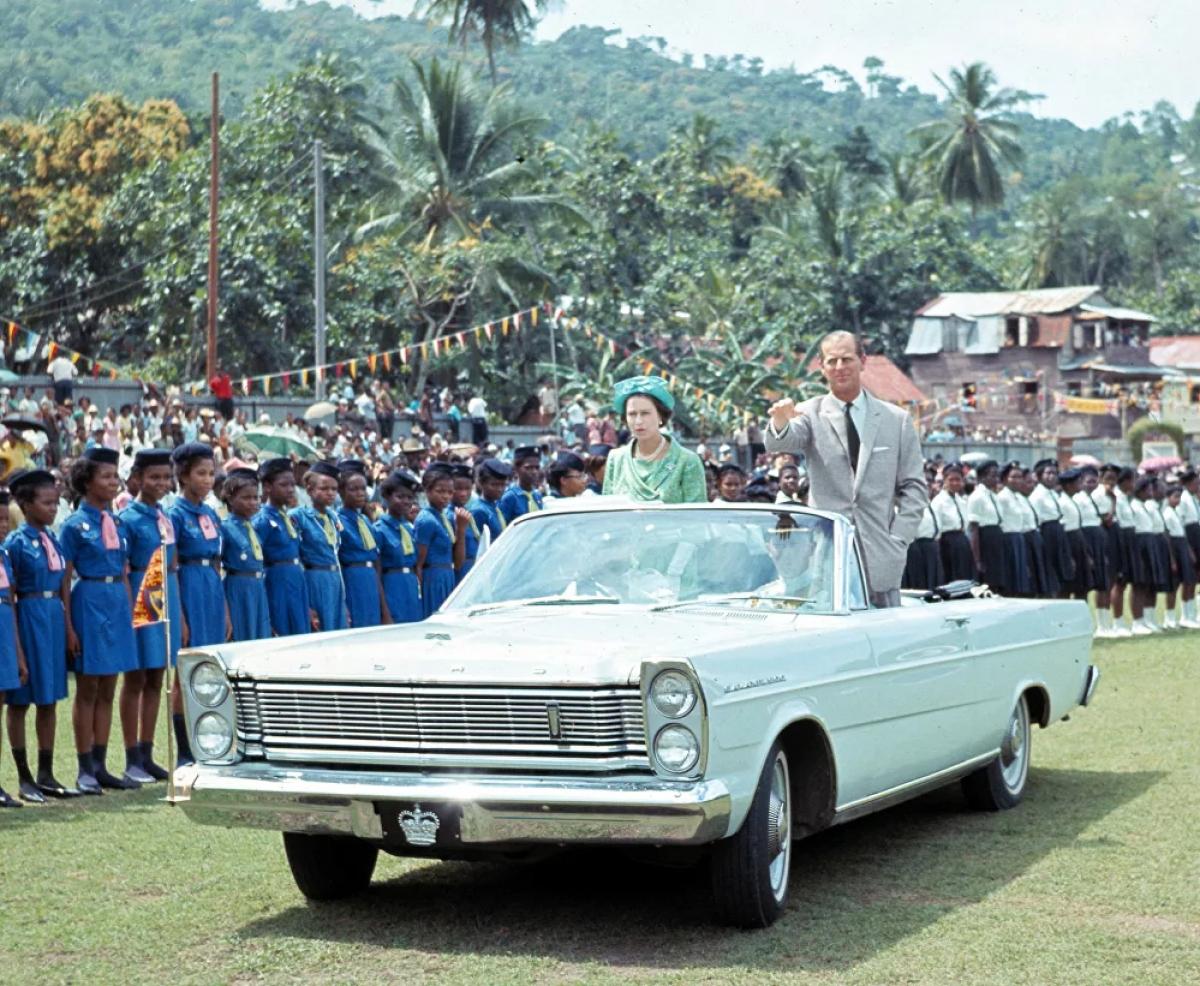 Trong suốt cuộc đời của mình, Hoàng thân Philip đã hỗ trợ gần 800 tổ chức ở Anh và Khối thịnh vượng chung, tập trung vào giáo dục thanh niên, thể thao và công nghiệp.